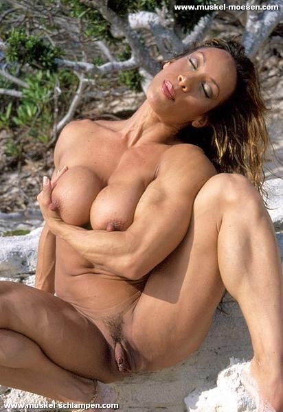 Nackte Bodybilderin