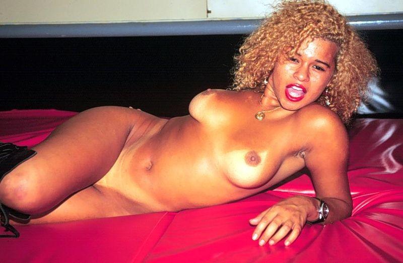 dessous lesben porno nackt porno in der turnhalle