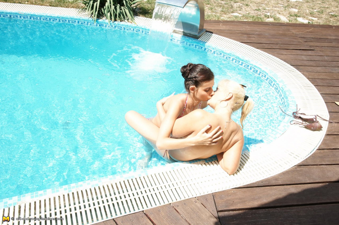Deutsche Lesben Im Pool kostenlos Porno filme -